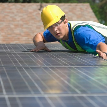 iStock_000036221070-solar-panels